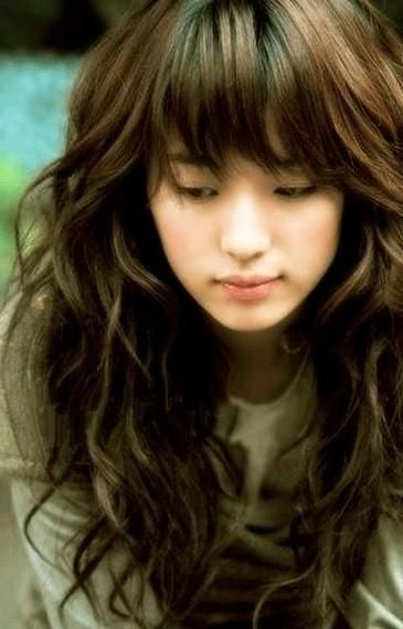 Cute Korean Long Soft Wavy Hairstyles With Bangs Hair For Young Women From Han Hyo Joo