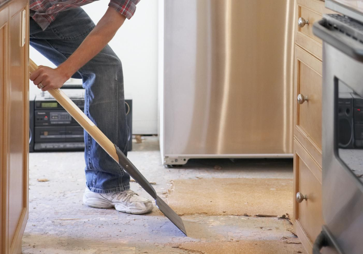 Which Comes First Flooring Or Cabinets Kitchen Cabinets And Flooring Installing Kitchen Cabinets Wood Floors Wide Plank