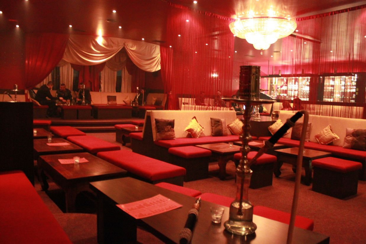 Hookah bar reference for curtains and the wide use of a room with a stage focal point in the - Shisha bar lounge mobel ...