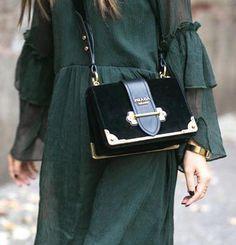 Bolso Prada 'Notebook' | pinterest: Blanca Z. – Prada Notebook Bag – Ideas de Prada Ca …