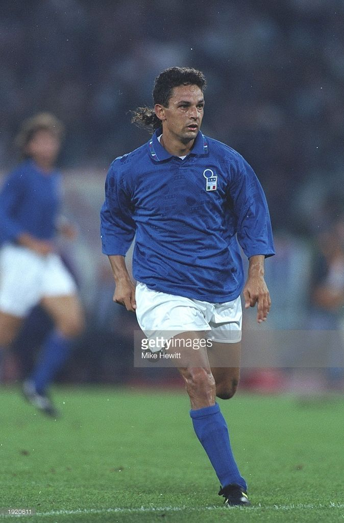 Roberto Baggio Of Italy In Action During A Match Against Scotland In Rome Italy Won The Match 3 1 Mandato In 2020 Roberto Baggio Italy Soccer Best Football Players
