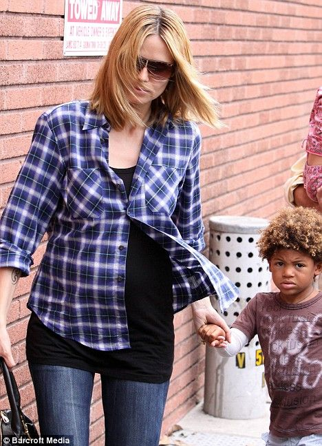 bbdb25680 Pregnant Heidi Klum opts for comfort over style as she enjoys a day with  the kids