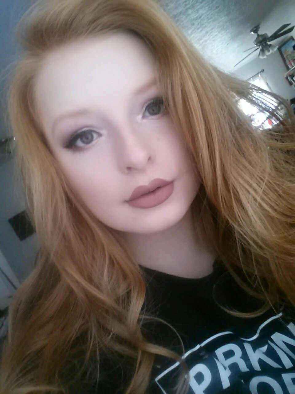 Everyday Glitter Makeup Look Contouring Redhead Red Hair Blue Eyes