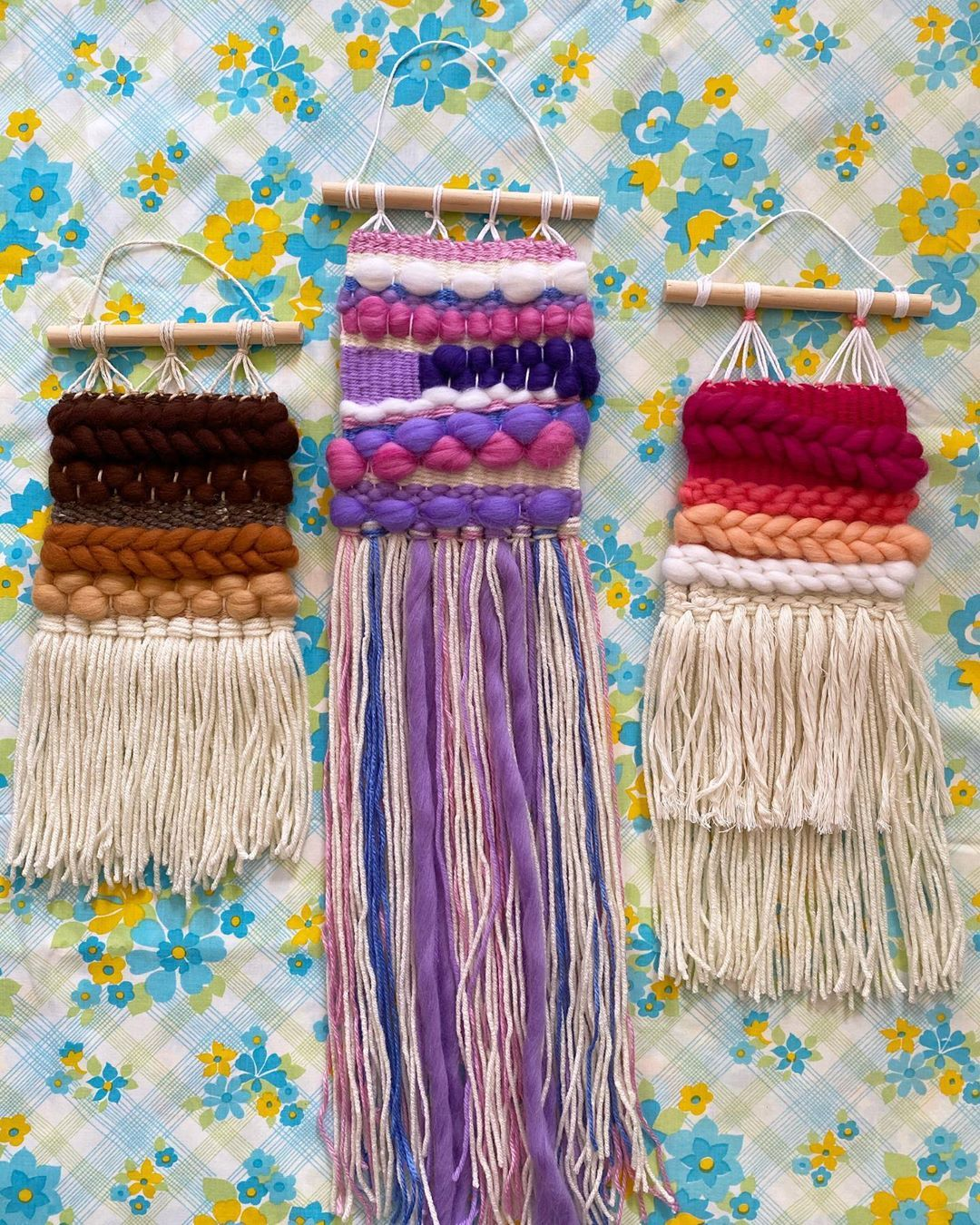 We are just loving these mini weaves at the moment. The perfect size for a gift and can be made in any colour combination to suit your style. Just send us a DM if you want to order 🌈 . . . . . . . . . . #weave #weaving #weaversofinstagram #makersofinstagram #wovenwallhanging #wallhanging #melbourneart #madeinmelbourne #handwoven #handmadeisbest #woventextiles #loomweaving #fibreartist #modernweaving #colourpop #crashbangcolour #mycolourfulinterior #colorlovedecor #interiors #melbournestyle #ets