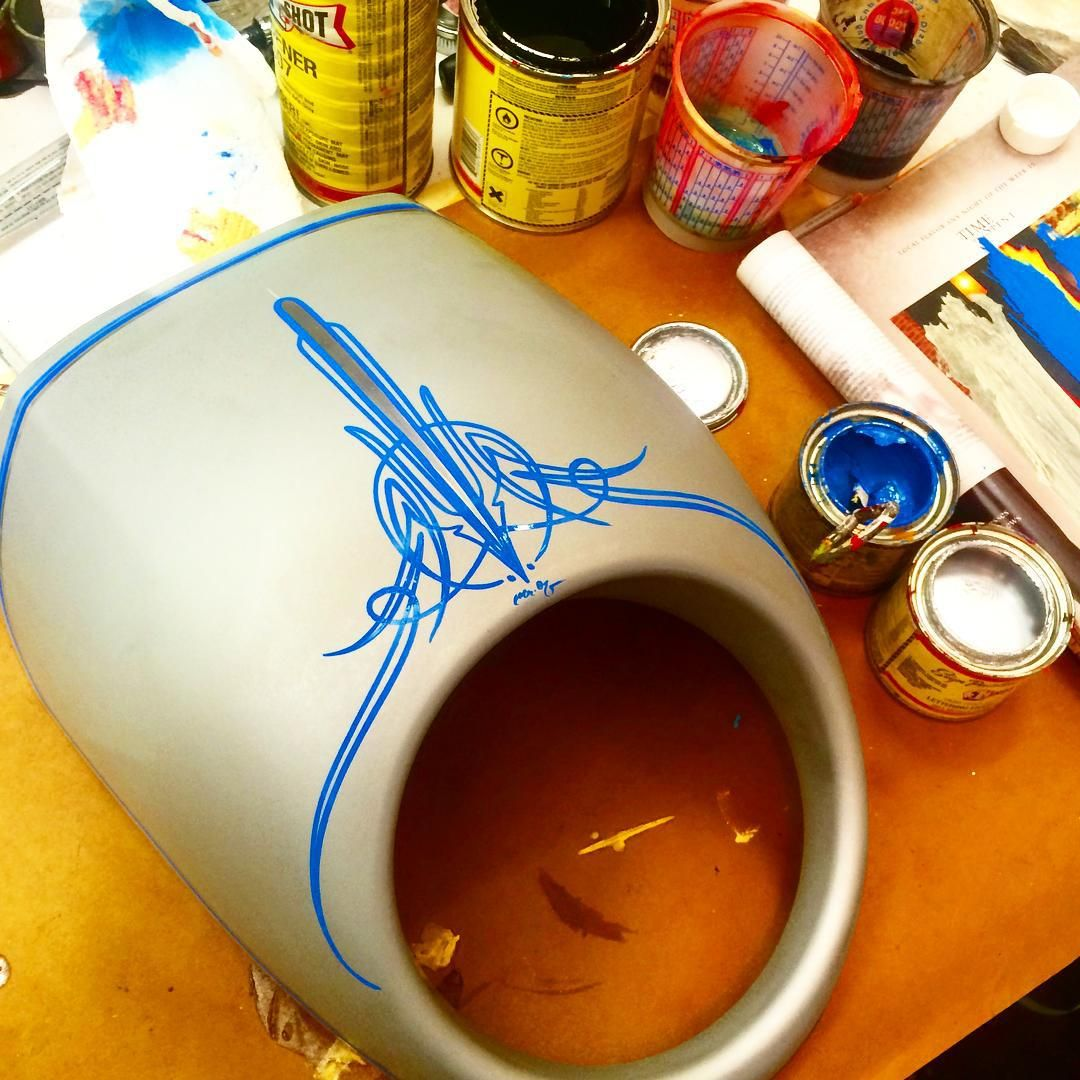 Nice little Harley fairing to start the morning.. ☕️ #freehand #pinstriping #handstyles #mrozdesigns #harleydavidson #rollyourown #havasu (at www.mr-ozdesigns.com)
