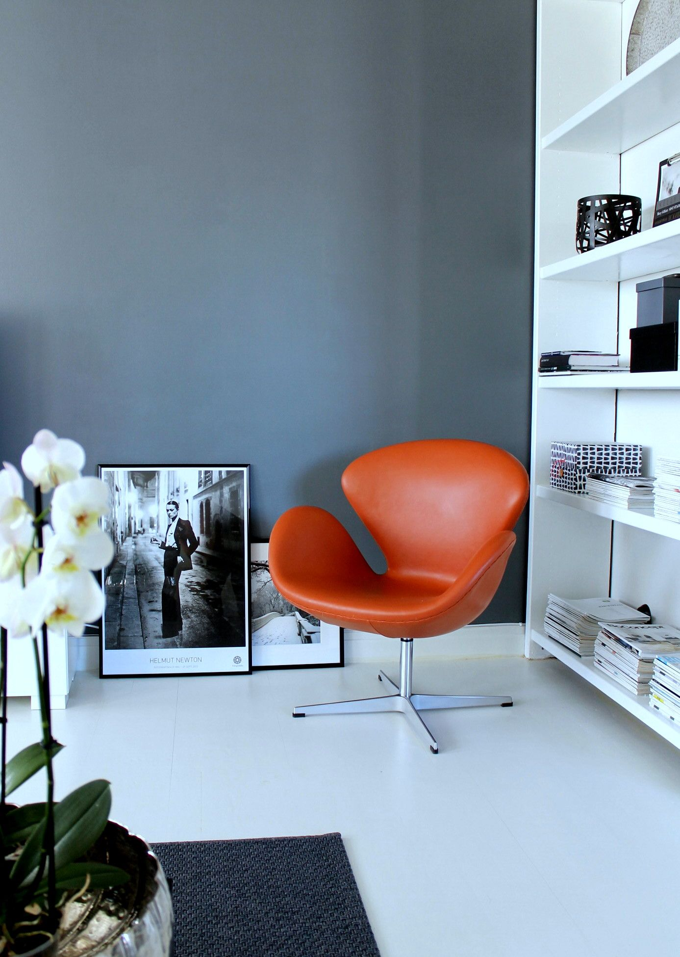 Swan chair, scandinavian apartment Living room interior