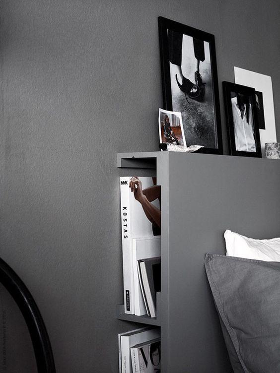 sengegavl med opbevaring Soveværelse indrettet med funktionel seng med en indbygget  sengegavl med opbevaring
