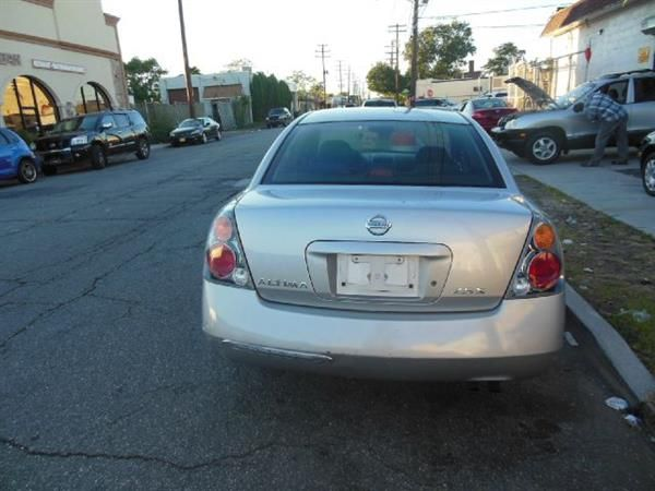 Make Nissan Model Altima Year 2002 Body Style Tractor Exterior