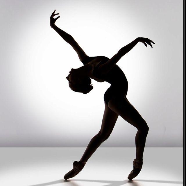Epingle Par Bridarolli Sur Dance Danseurs Noirs Danseur Contemporain Danse Moderne Jazz