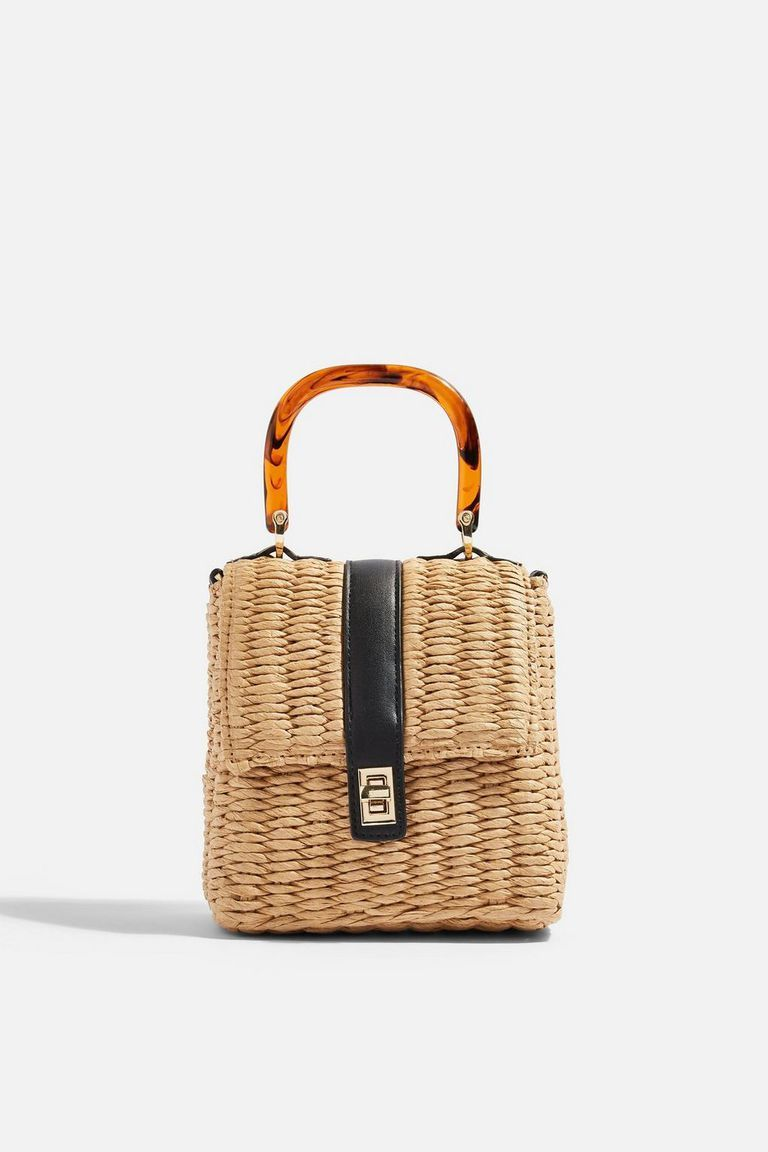 1dba4c394a Ψάθινη τσάντα  Θα την κρατήσουμε και την φετινή άνοιξη - ELLE ...