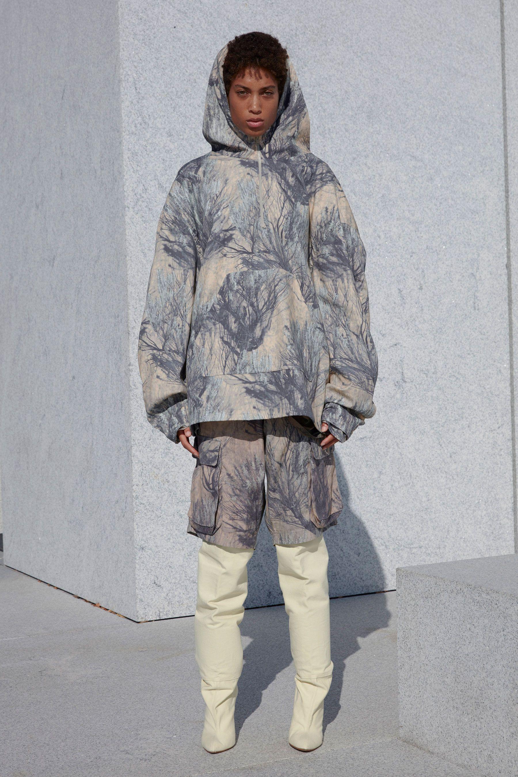 Enjoy Every Look From Kanye S Yeezy Season 4 Fashion Show Yeezy Fashion Yeezy Season 4 Yeezy Season