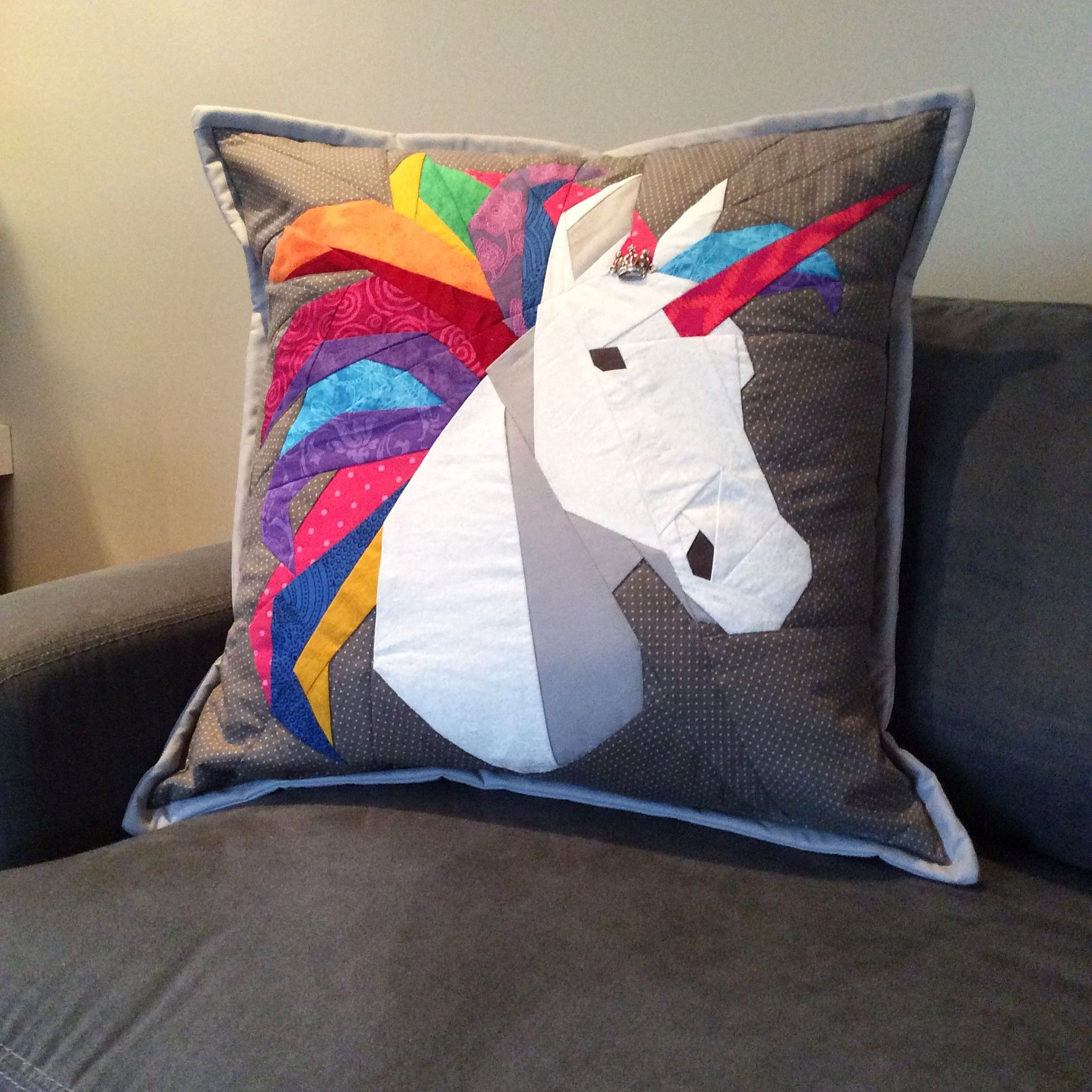Quilted unicorn pillow. Pattern from Robynie quilts. | Spooled ...