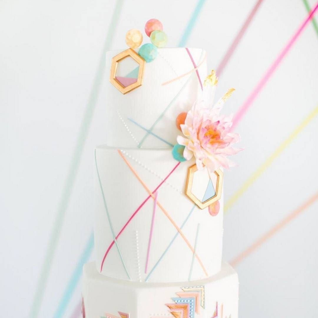 Lots of color and pattern ... all done right. Loving this modern, geometric cake design by @olofsondesign. Photo by @annelimphoto, styling by @styledbylouise. #weddingcake #modern #pastels