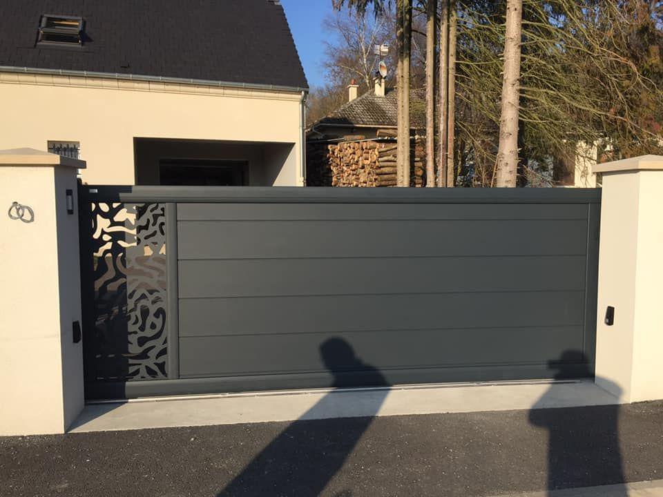 Portail En Aluminium Gamme Signature Modele Coulissant Avec Decor Alchimie Portail Maison Portail Alu Portail
