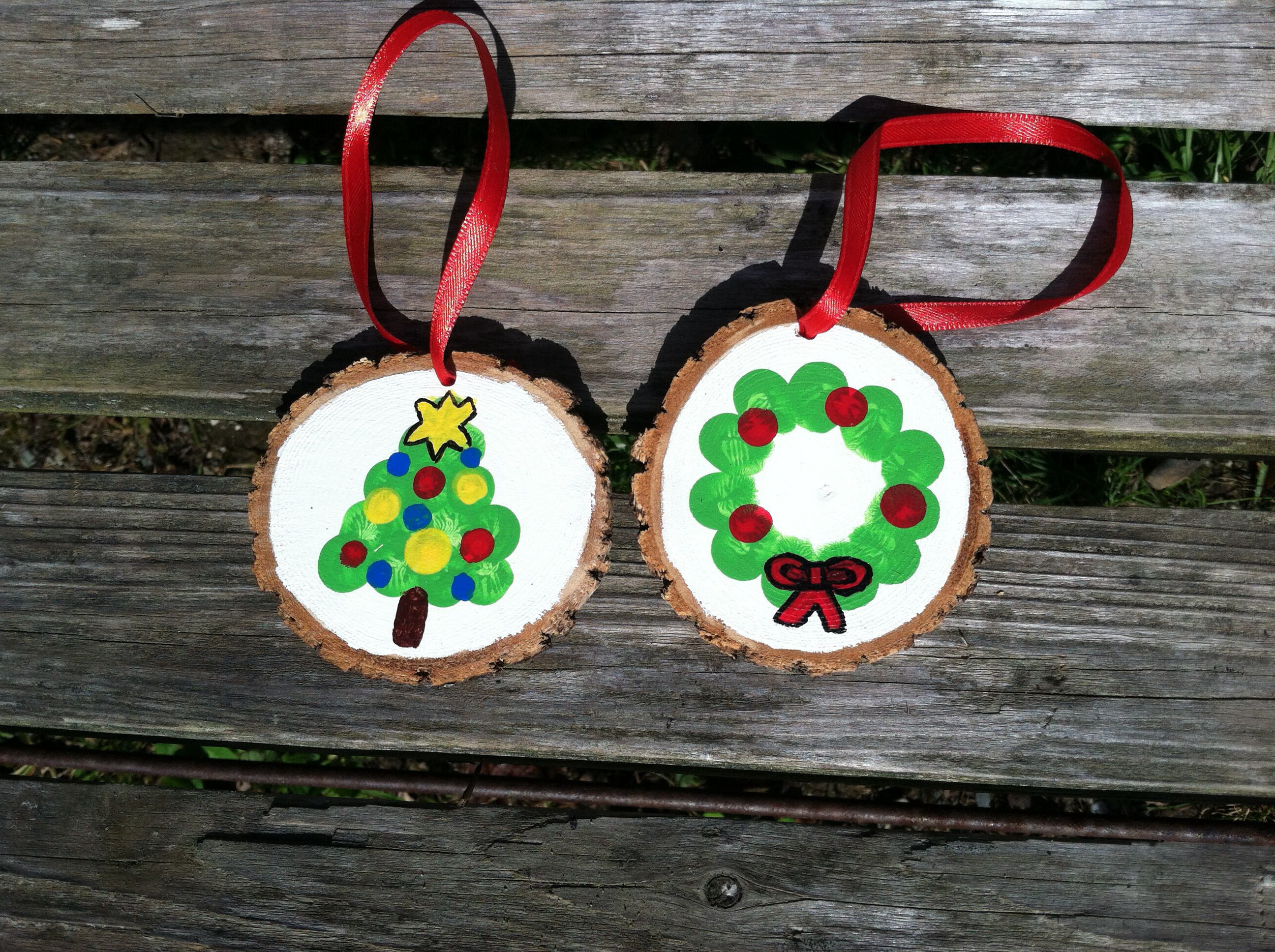 This Is An Easy Fun Family Activity Thumb Fingerprint Wood Slice Ornaments Kids Make Christmas Ornaments Kids Christmas Ornaments Christmas Gifts For Parents