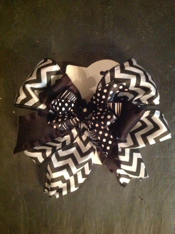 Black and white hair bow on Etsy, $12.00