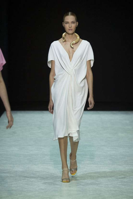 FWPE2015 Suzy Menkes Bratis: Grecian purism for the 21st century Milan Fashion Week
