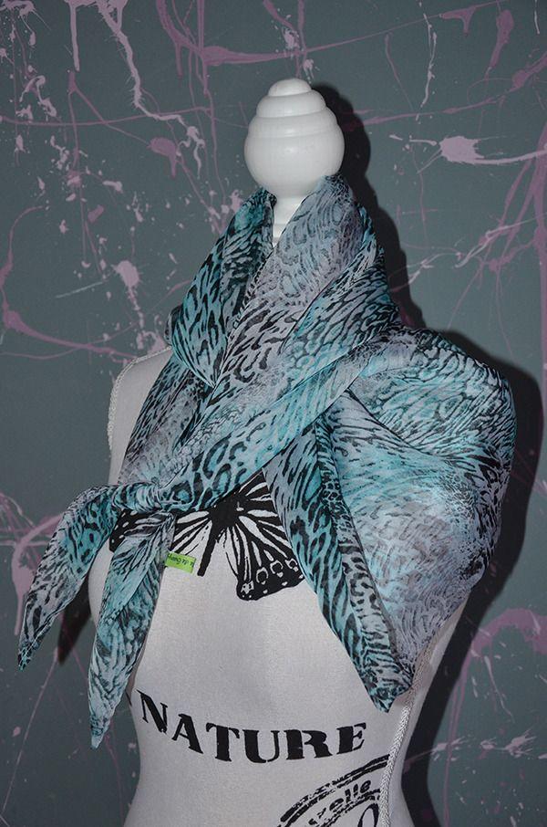 Chèche imprimé animal turquoise par Greenyy   Echarpe, foulard, cravate par  le-monde d7aed555940