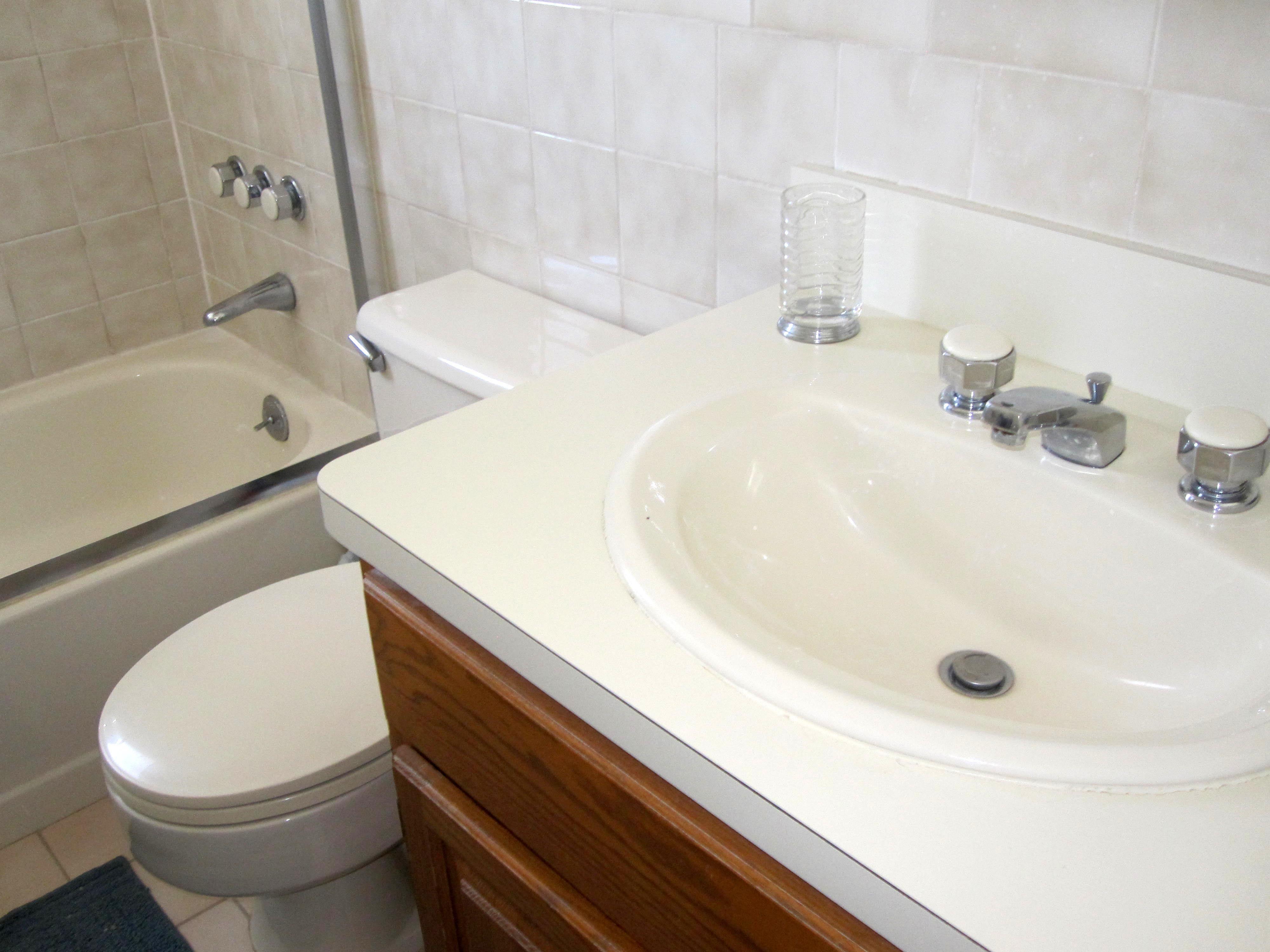 Need a re-do...bone sink, toilet, tub   Bathroom Remodel Ideas ...