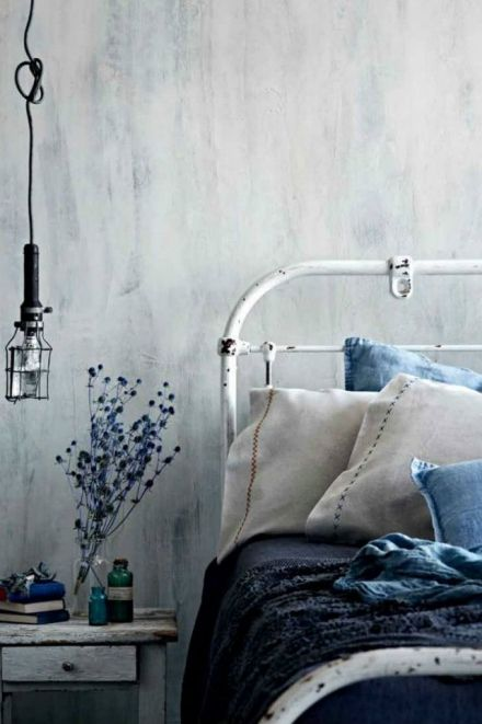 Must Have Shabby Chic Item: the Wrought Bed