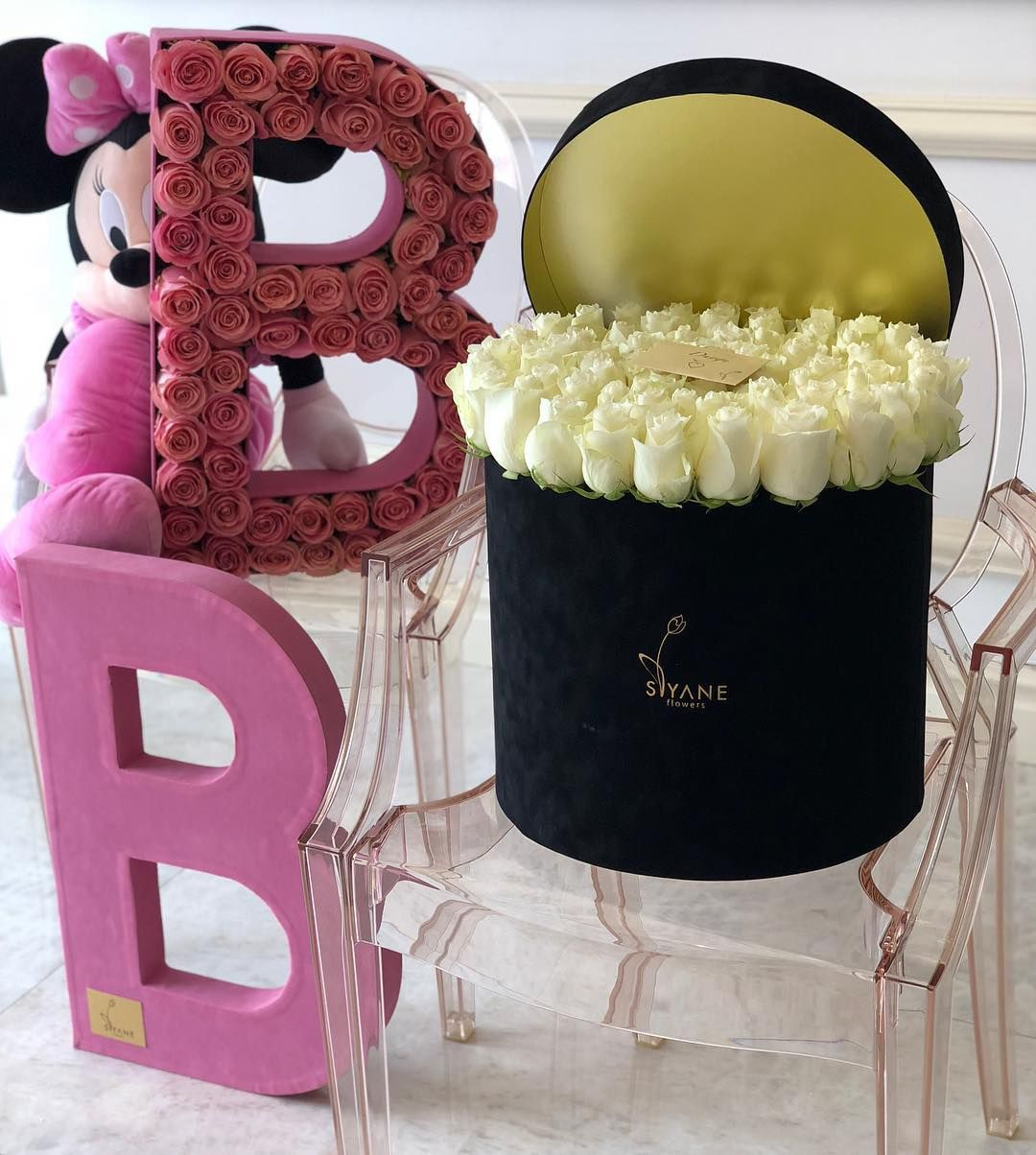 Pin By Shimi Mikko On Roses Flower Arrangements Hanging Baskets Gifts