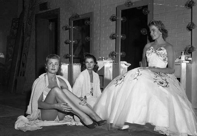 """María Isabel Arrieta Gálvez, llamada Maribel, fue una inolvidable joven señorita salvadoreña, y mucha gente  comentó, que ella era la mujer más bella de El Salvador. Es evidente al volver atrás en el tiempo. Ella fue electa como señorita """" Miss Latin América en 1953 en el concurso en Pasadena . Despues en 1955 Maribel representó a su país como Miss """" El Salvador"""" en Miss Universo que se llevó a cabo en Long Beach, California. Obtuvo el 2° Lugar"""