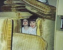Lapsuus ja majat joita sohvatyynyistä rakennettiin
