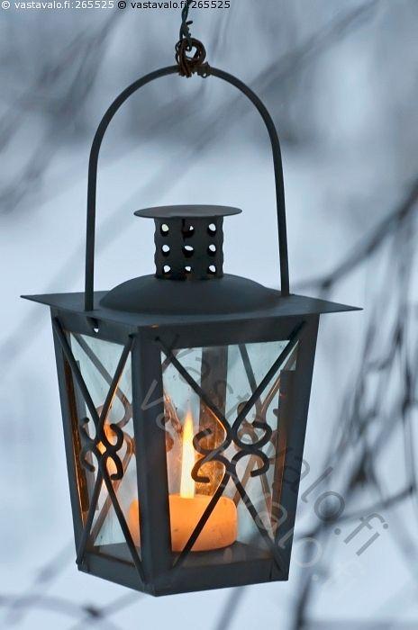 Kynttilälyhty 3 - kynttilä kynttilänliekki lyhty kynttilälyhty liekki ulkolyhty valo roikkua roikkuva riippua riippuva oksa koivunoksa oksisto