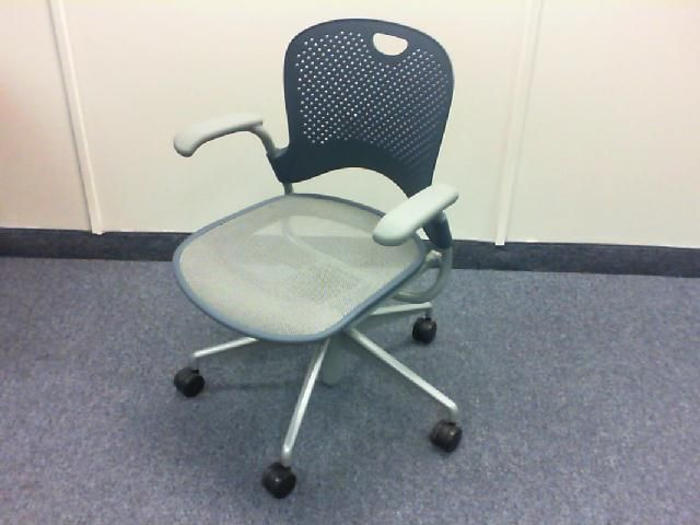 Herman Miller Caper Chair   Plastic Back, Mesh Seat And Casters QTY (14)