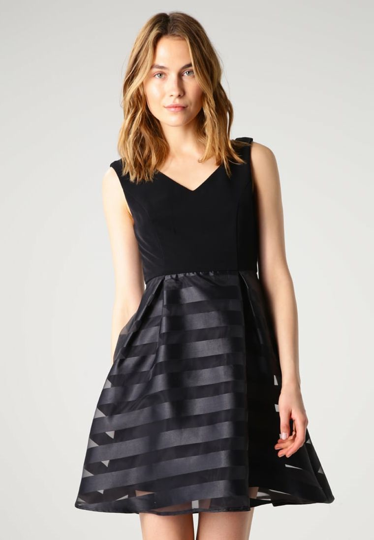 4befed06065a Vestiti eleganti e un idea con abito corto di colore nero con pizzo  trasparente