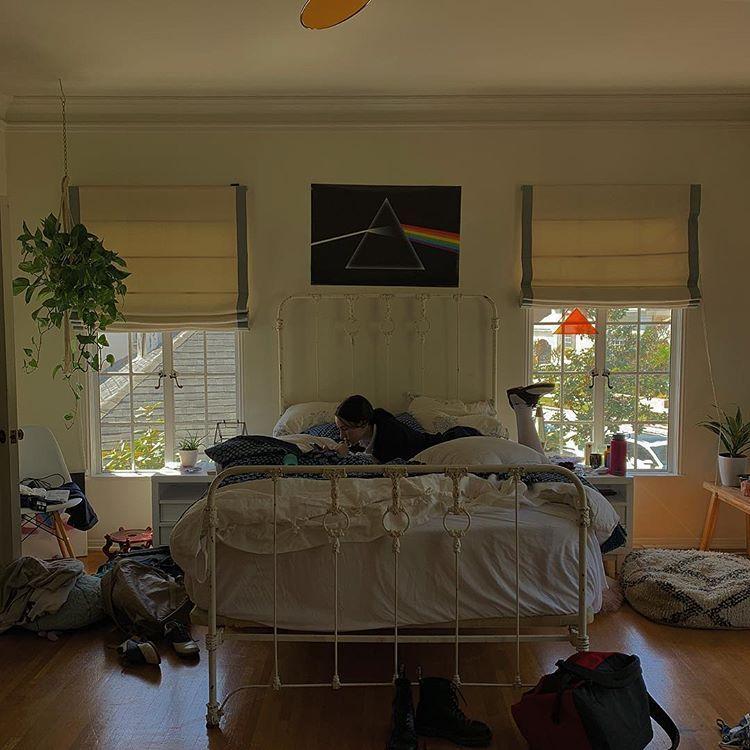 Pin by Sara Tarantino on H o m e in 2019 | Messy bedroom ...