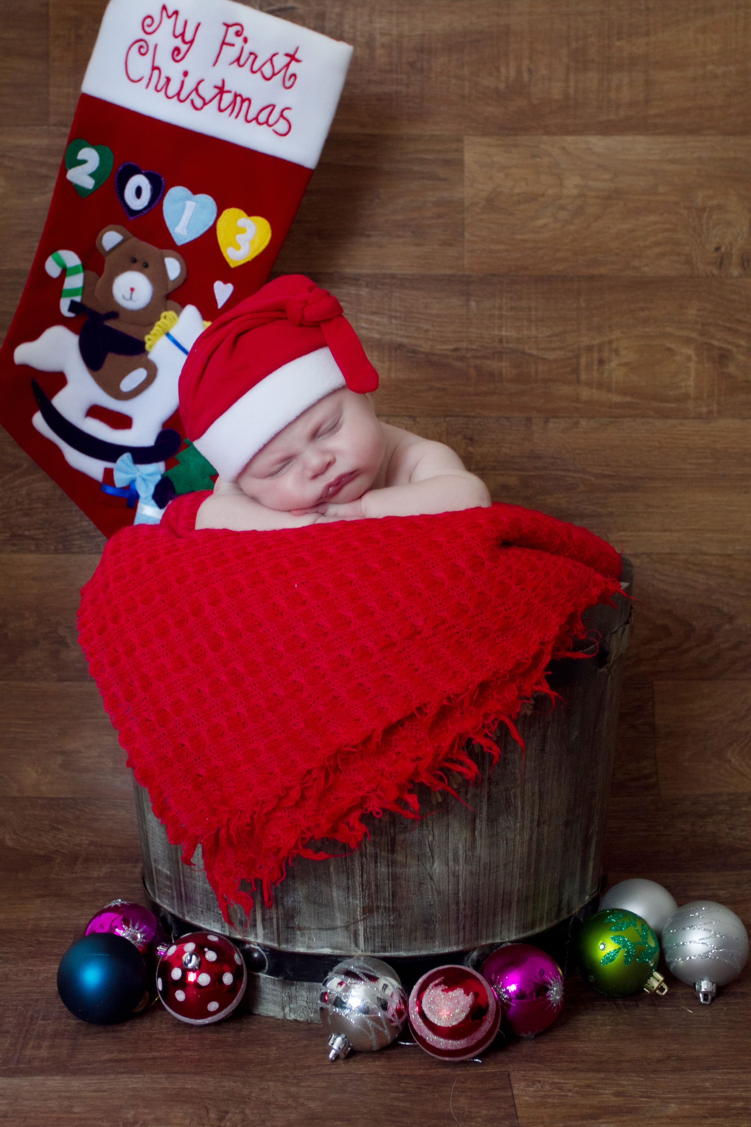 New born christmas photo shoot