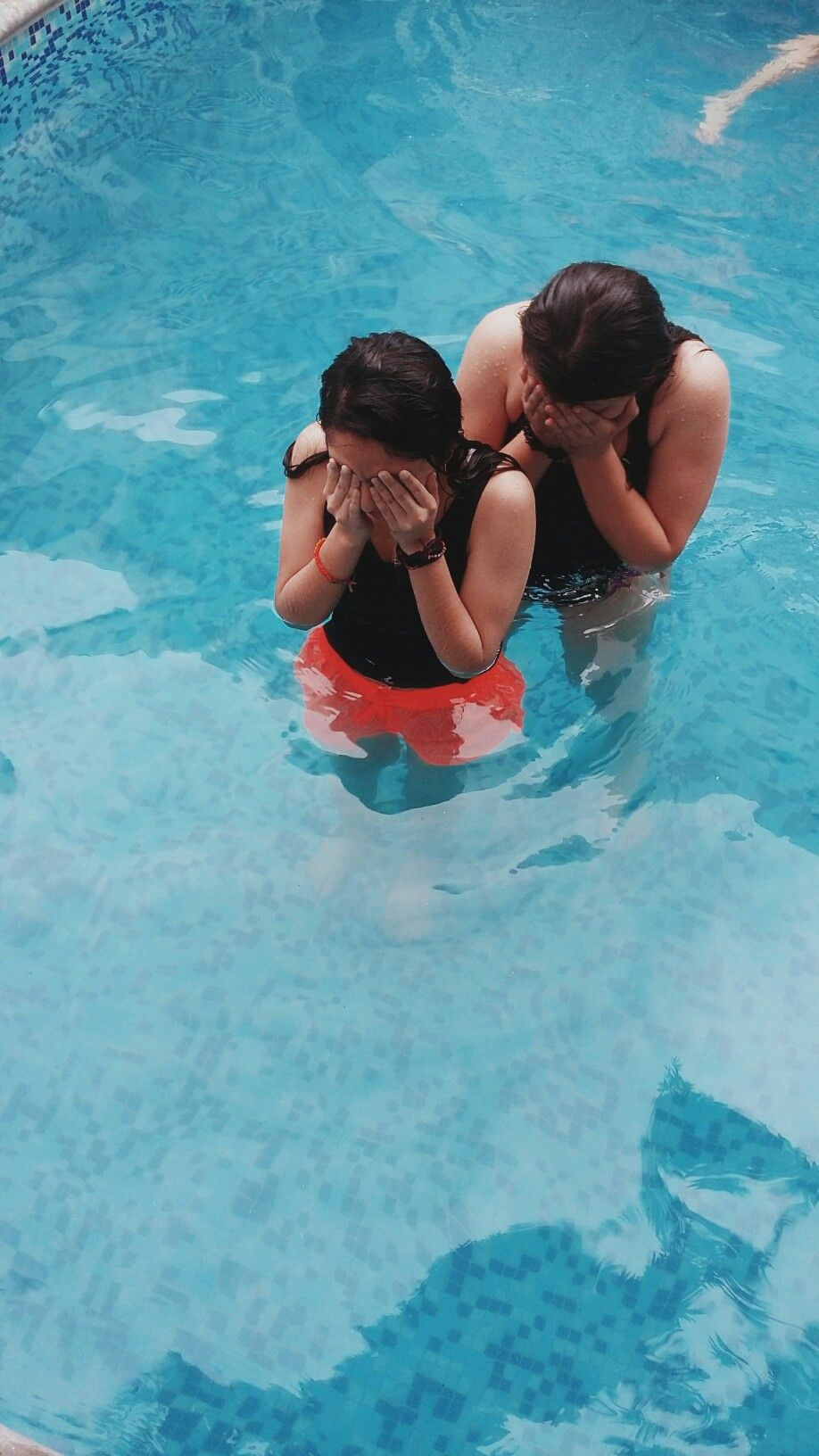 summer pool tumblr. #Tumblr #Fondo De Pantalla #Wallpaper #Alberca #Pool #Girls #Friendship Summer Pool Tumblr
