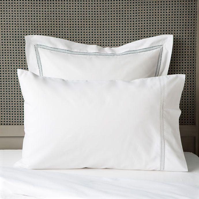 Bettwäsche mit Hohlsaum und Stickerei