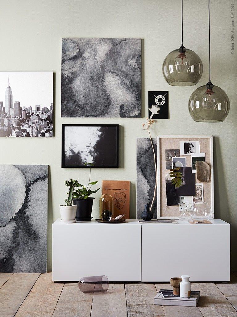 Voelt de kamer toch nog kaal aan? Maak een collage van foto\'s, kunst ...