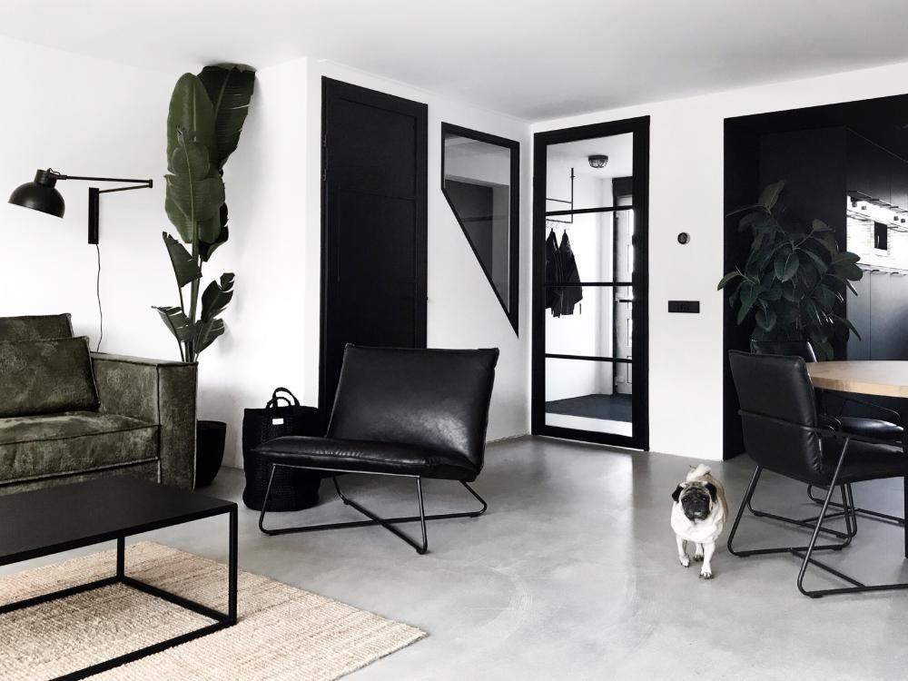 Binnenkijken bij een compleet zwartwit interieur  Eigen