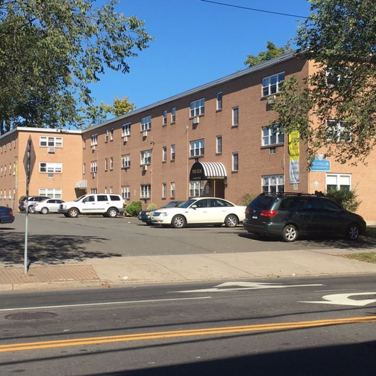75 West Apartments: Find Your Next Apartment In West Haven CT On Zillow. Use