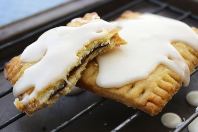 A homemade toaster pastry/ pop tart/ Toaster strudel bursting with flavors of cinnamon, Nutella and vanilla. Fall is in the air, my friends!