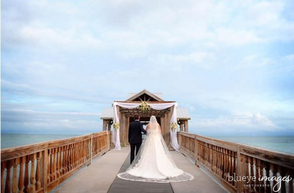 An unforgettable setting for an Oceanside wedding at The Reach Resort. #WaldorfMoment captured by @blueyeimages.