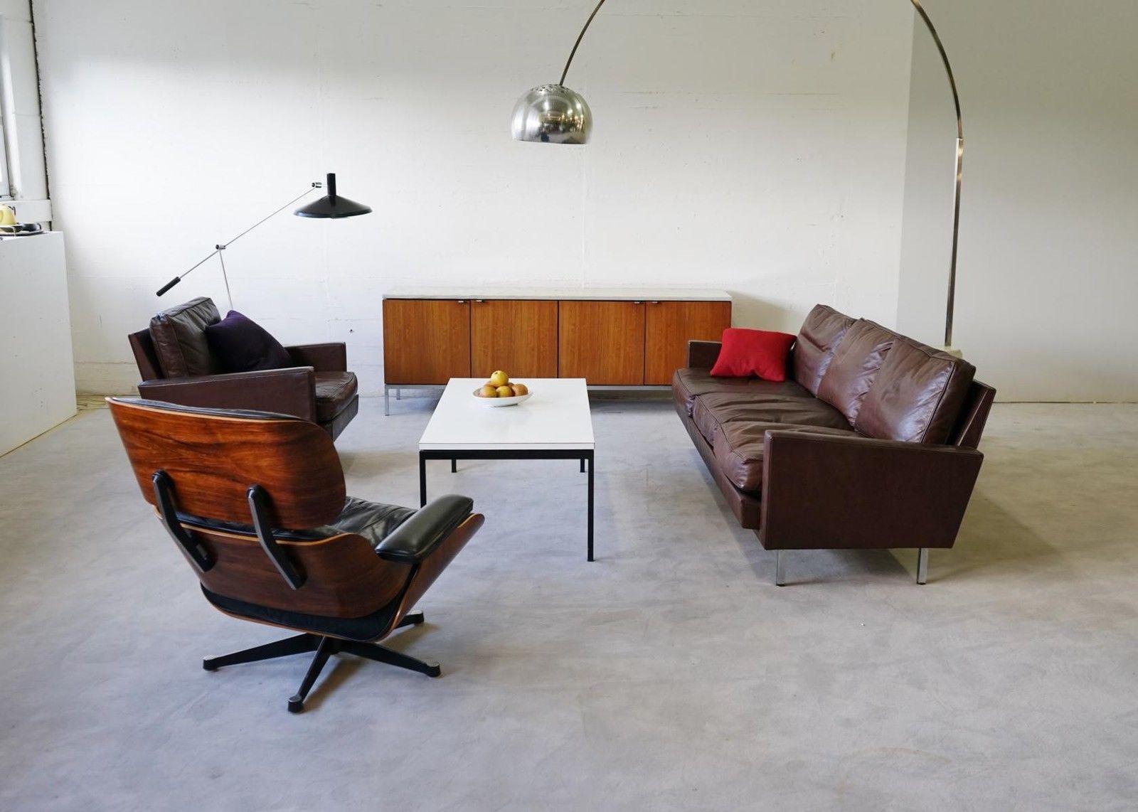 Eames Lounge Chair Und Bogenleuchte   Klassisches Wohnzimmer
