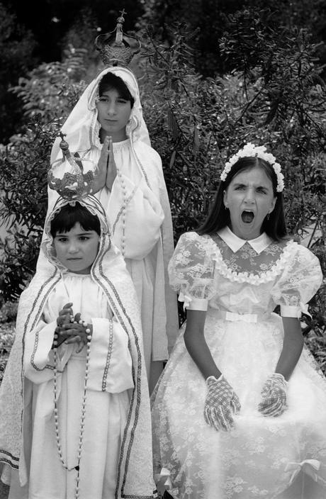 """""""Eu moro sozinha. Esta é a conta a ser paga na vida. Eu simplesmente não tenho tempo para os outros, talvez seja por isso que faço esse tipo de fotos."""" Cristina Garcia Rodero nasceu na Espanha em 1949. Foi a primeira pessoa de origem espanhola a fazer parte da lendária """"Magnum"""", trabalhou para a agência (...)"""