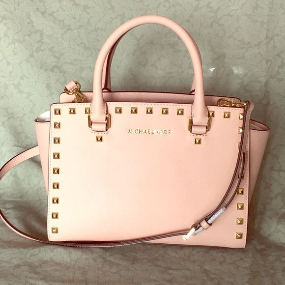 0ee47ff8ab77 Pink Michael Kors Selma studded purse Pink Michael Kors Selma studded purses  with gold hardware and studs. Perfect soft pink that is perfect for spring  and ...
