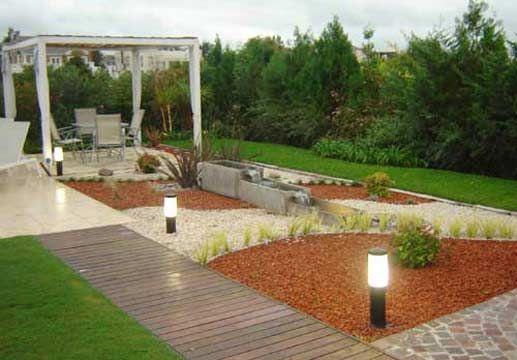 Jardines modernos con piedras inspiraci n de dise o de - Disenos interiores de casas ...