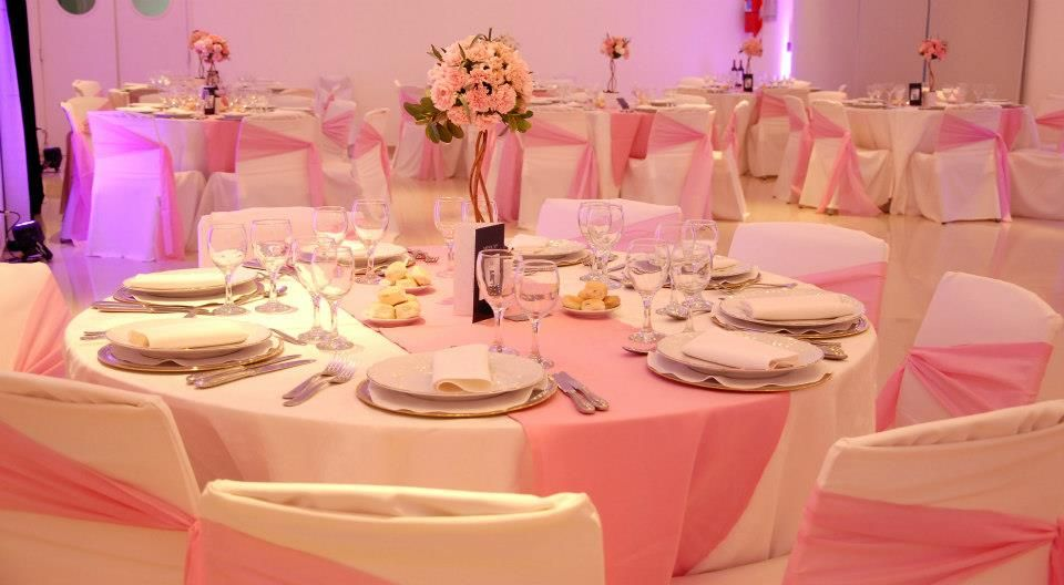Ambientación rosa para el bautismo y 1er cumpleañitos de una nena (2013) Más fotos de este y otros eventos en facebook.com/Marcela.Colimodio