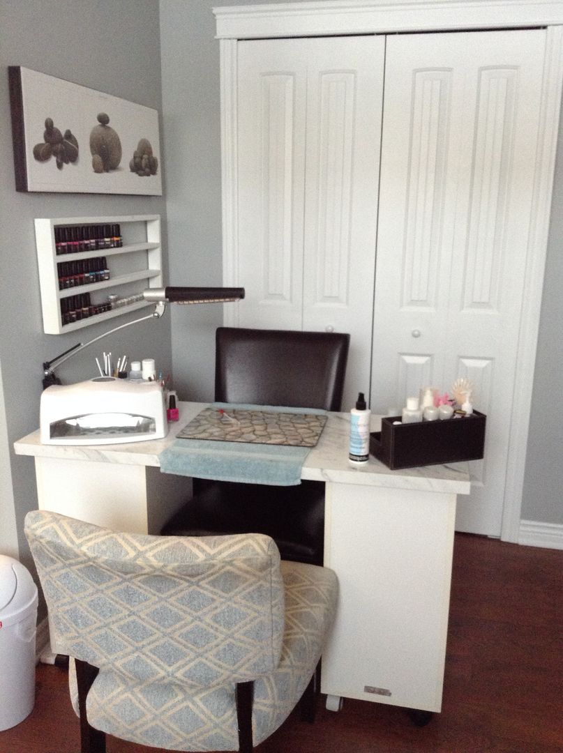 Small space home nail salon decorating ideas and set up