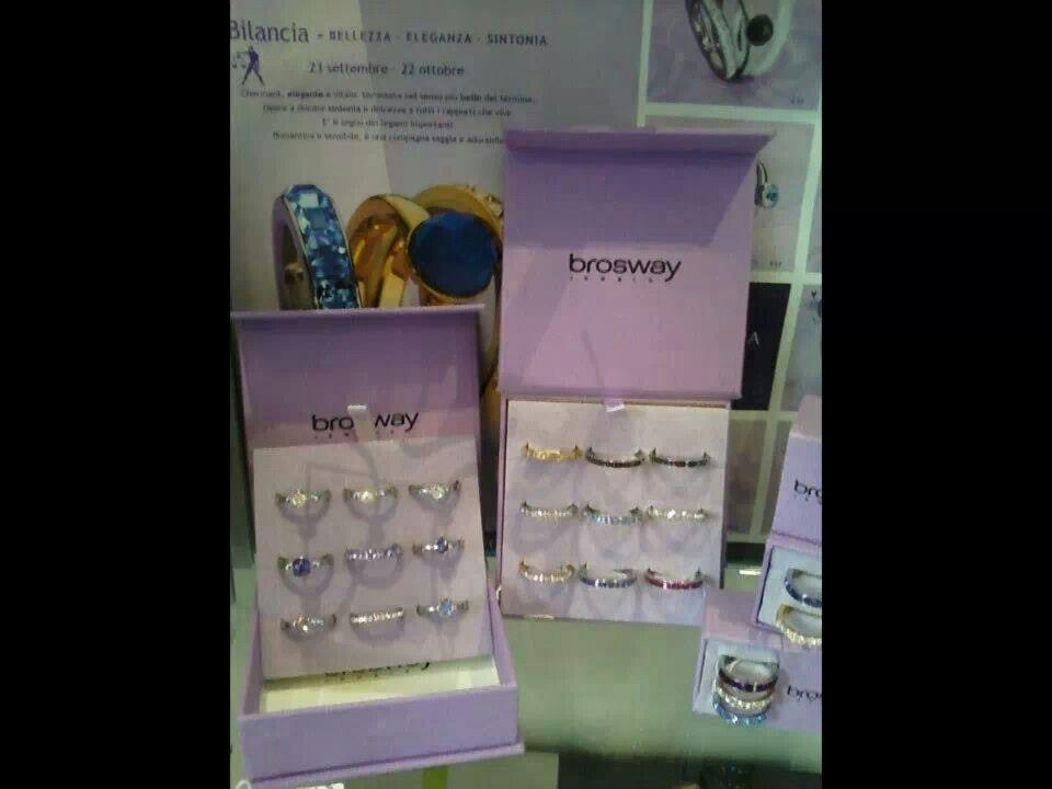 L'amore non può aspettare...sei ancora in tempo per stupirla!! Scegli il regalo perfetto da Jo Yello con gli anelli Tring collezione Brosway