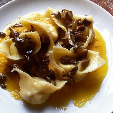 Cooking classes in Cortona. Home cooking Fun cooking! | Open tortelli stuffed with cheeses and herbs, served on spicy soffritto puree and sauteed mushrooms