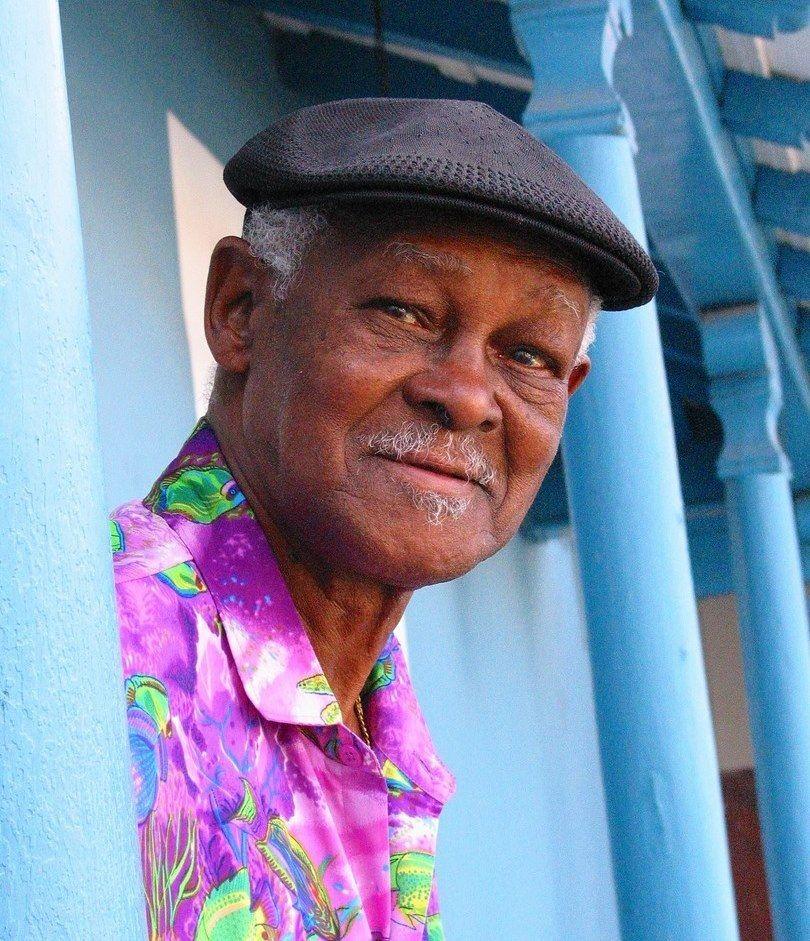 Ibrahim Ferrer, un altro dei protagonisti del Buena Vista Social Club, si esprime in questo album con il suo talento in 17 tracce di indubbia qualità. Ibrahim Ferrer Nato a Santiago de Cuba nel 1927, popolare musicista cubano, si è spento a L'Avana nel...