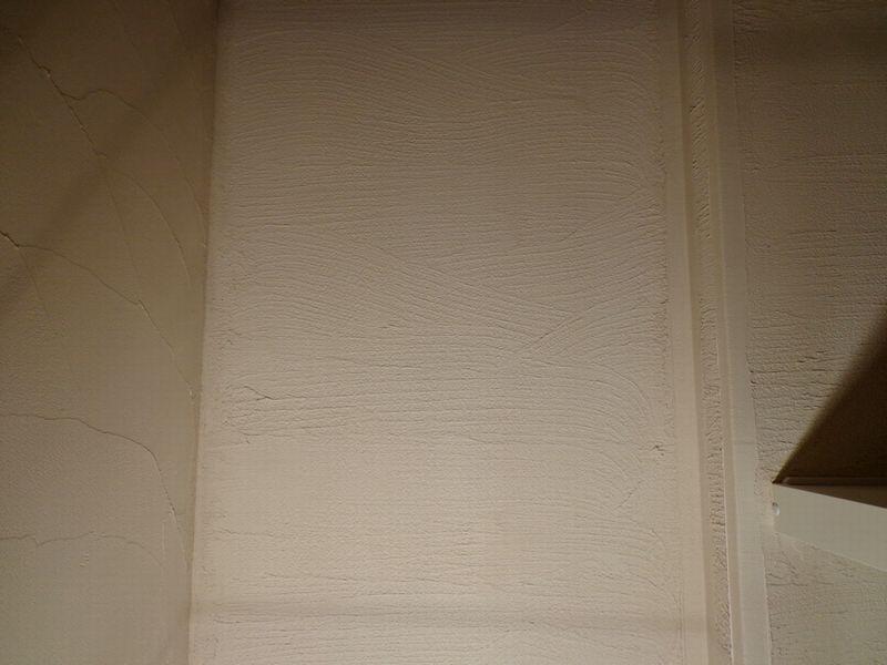 収納庫 クローゼット の天井 壁を珪藻土で仕上げ 模様も付いて