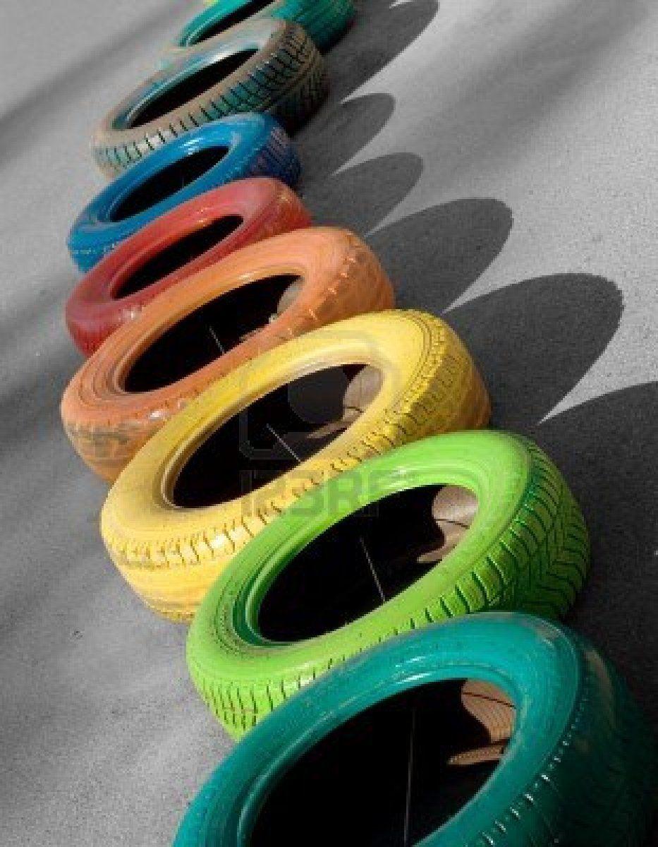 allerlei kleuren op autobanden